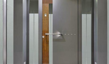 Fabrication de porte d'entrée en métal par métallier au Grand-Bornand